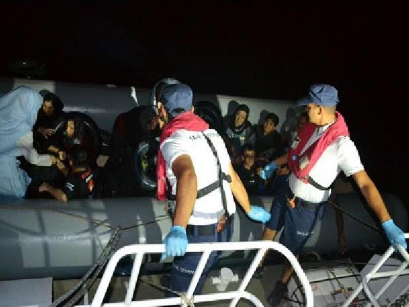 Dikili'de 80 kaçak göçmen yakalandı