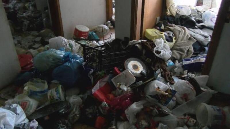 Ataşehir'de 2 daireden kilolarca çöp çıktı