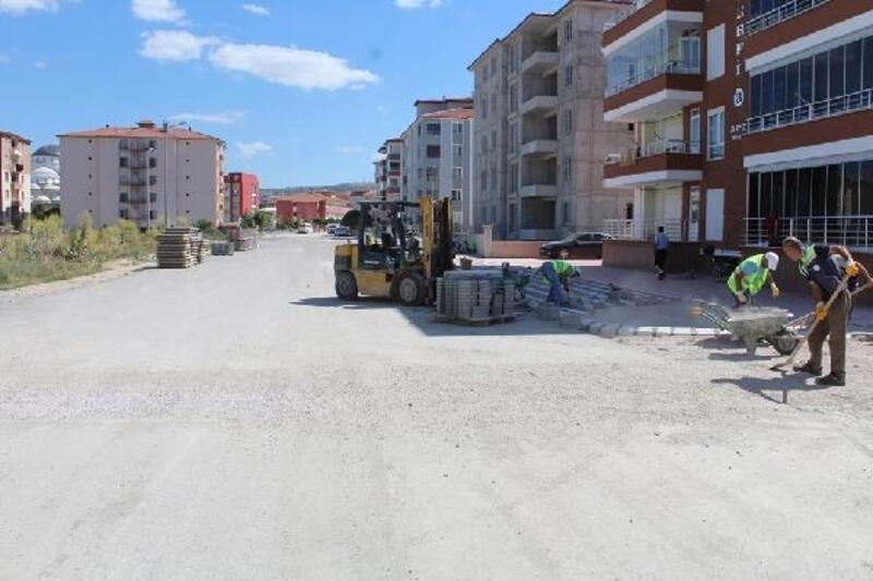 Turhal'da yeni sokaklarda kaldırım çalışması