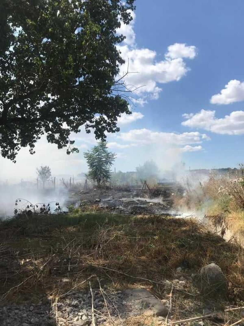 Lüleburgaz'da mezarlıkta çıkan yangın korkuttu