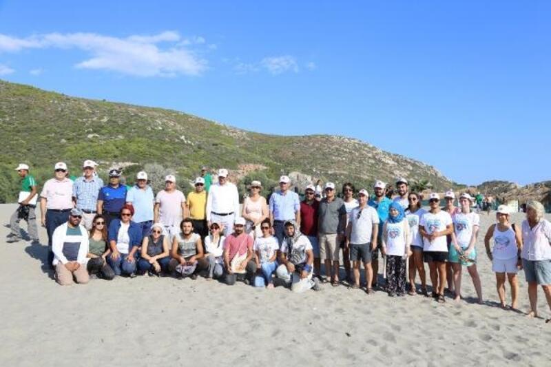 Patara Plajı'nda çevre temizliği