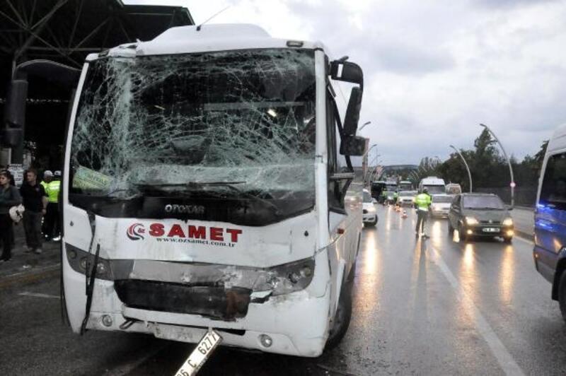 Polis servis aracı, yolcu otobüsüne çarptı: 3'ü polis, 8 yaralı