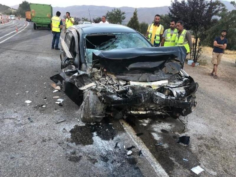 Elazığ'da TIR ile otomobil çarpıştı: 2 yaralı