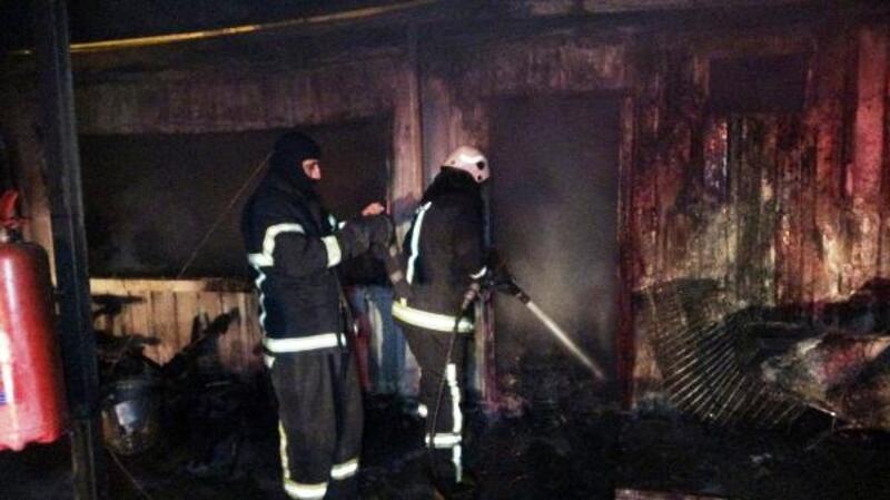 Otoparkta çıkan yangın, araçlara sıçramadan söndürüldü