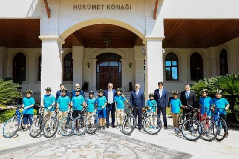 Vali Karaloğlu bisiklet sözünü tuttu