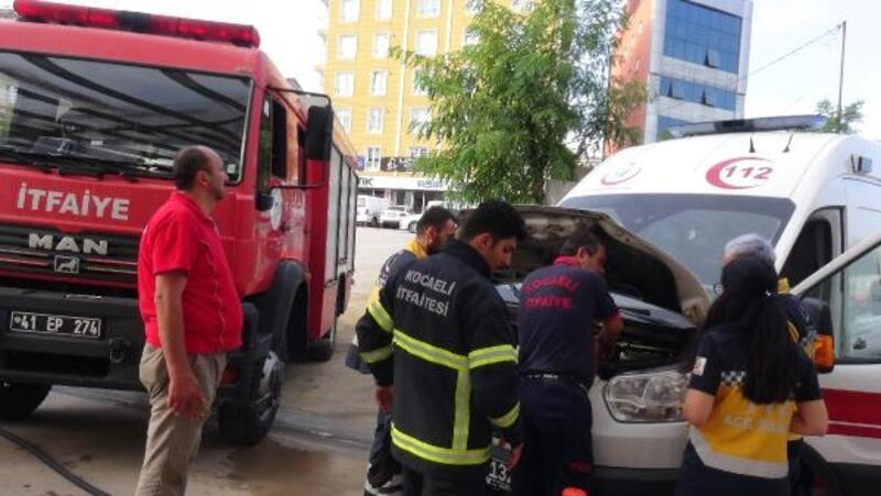 Hastane önündeki ambulans alev aldı