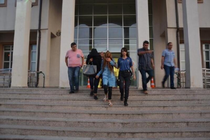 Biga'da hırsızlık suçundan hapis cezası bulunan 2 genç yakalandı