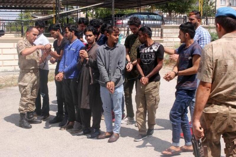 Sınır dışı edilecek mülteciler Karaman'a geldi
