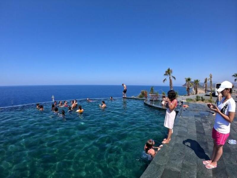 Şuhutlu öğrencilere yüzme eğitimi
