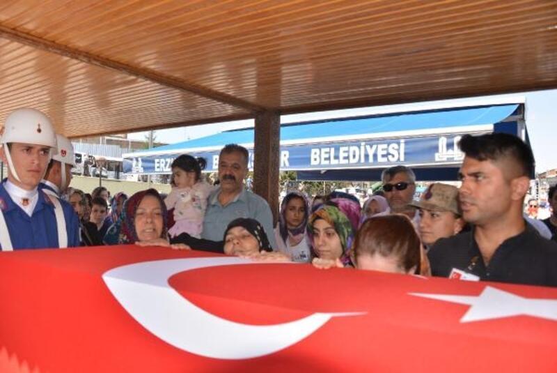 Şehit Uzman Çavuş, Erzurum'da gözyaşları ve dualarla uğurlandı
