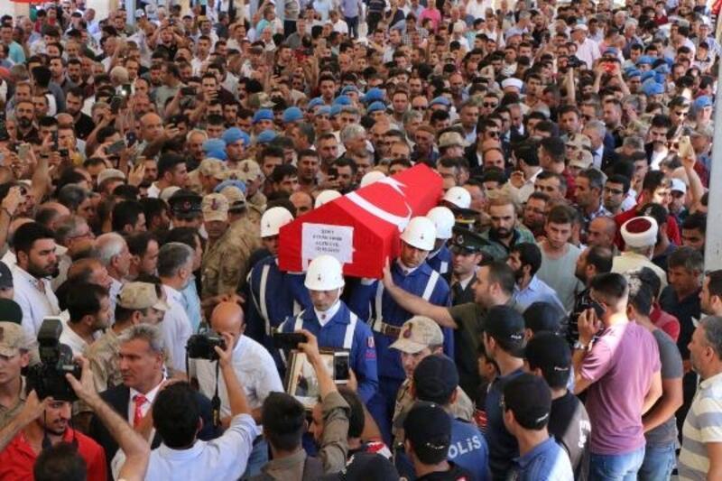 Şehit Uzman Çavuş'u, Adıyaman'da binlerce kişi uğurladı