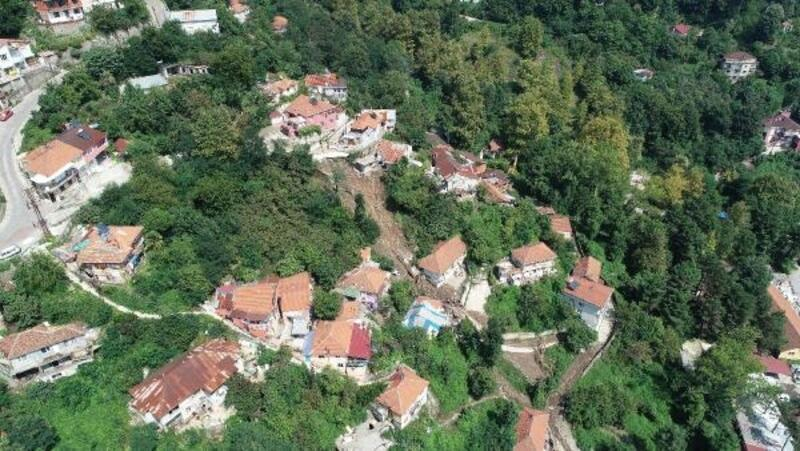 Zonguldak'taki heyelanda 6 ev çöktü, 20 kişi evsiz kaldı