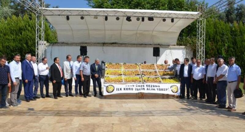 Nazilli'de sezonun ilk kuru inciri kilosu 250 TL'den satıldı