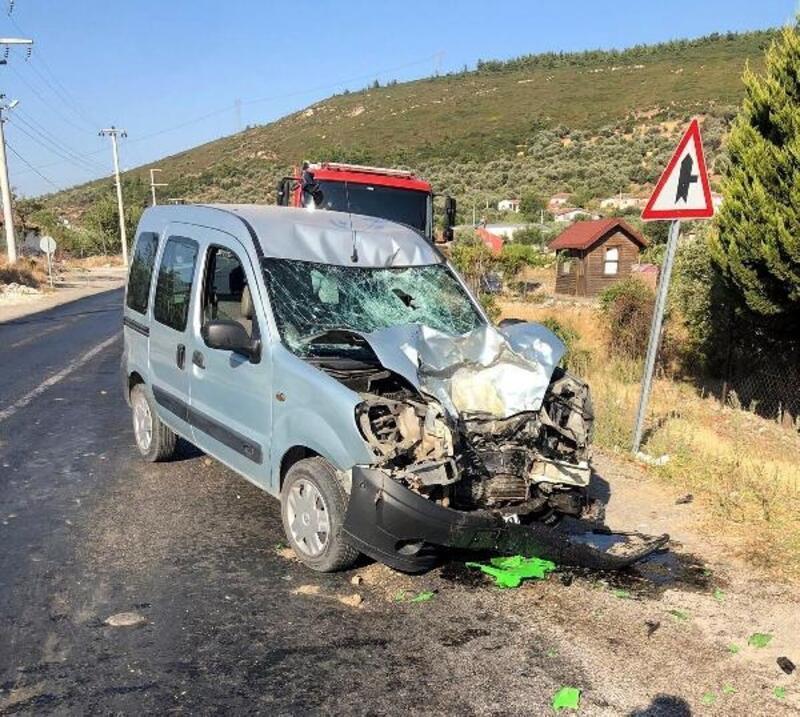 Hafif ticari araçla çarpışan motosikletli öldü