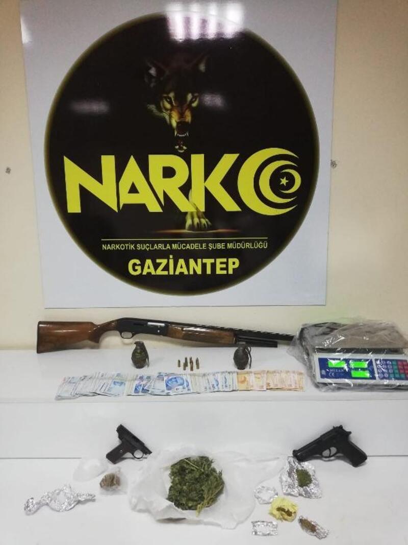 Uyuşturucu operasyonunda el bombası ele geçirildi