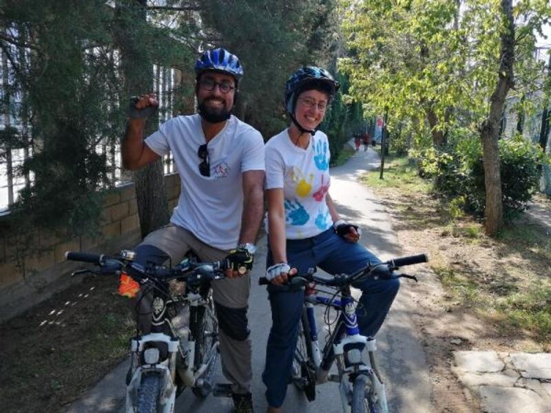 Öğretmen çift Otizme dikkat çekmek için yüzlerce kilometre pedal çevirdi