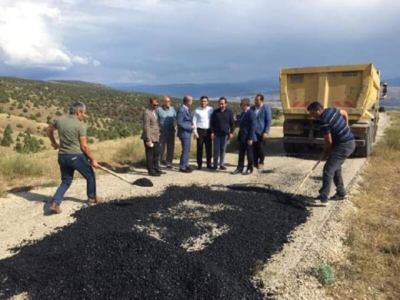 Gölova'da, yol genişletme ve asfalt çalışmaları sürüyor