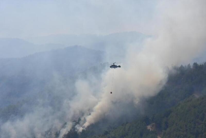 Karabağlar'daki yangına 3 bin sorti yapan helikopterlerden 7 bin 500 ton su atıldı