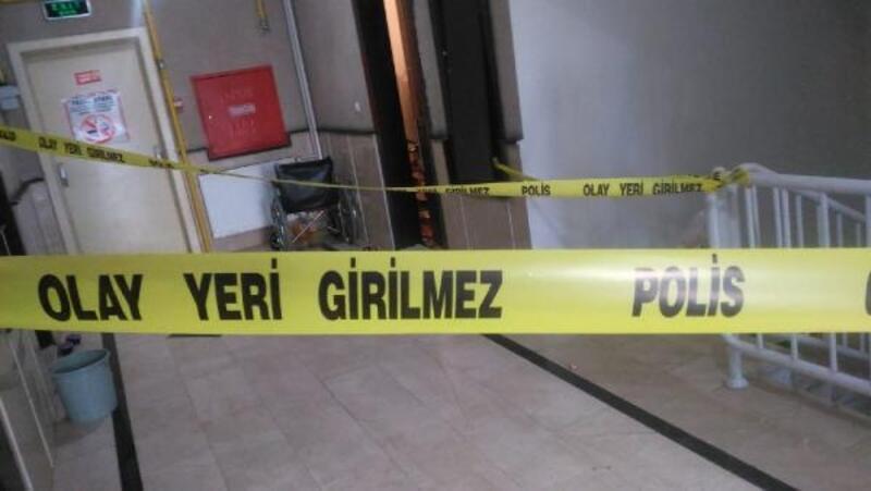 Eşi ve kızını tabancayla öldürüp, polise teslim oldu