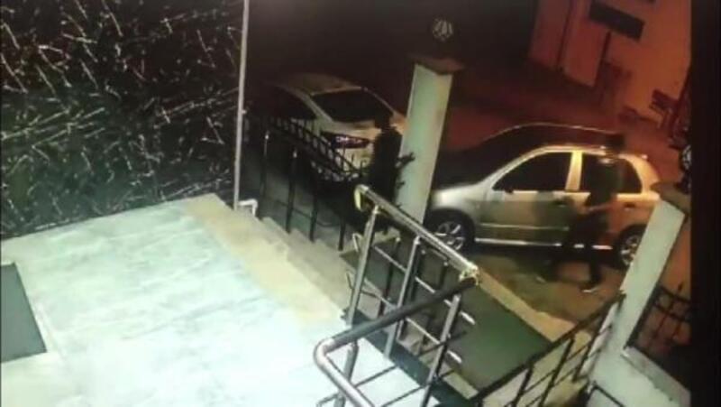 Otomobil hırsızlığı güvenlik kameralarına yansıdı
