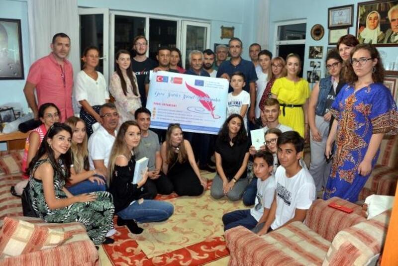 Avrupalı genç şairler, Beyaz Kartal'ın evini ziyaret etti