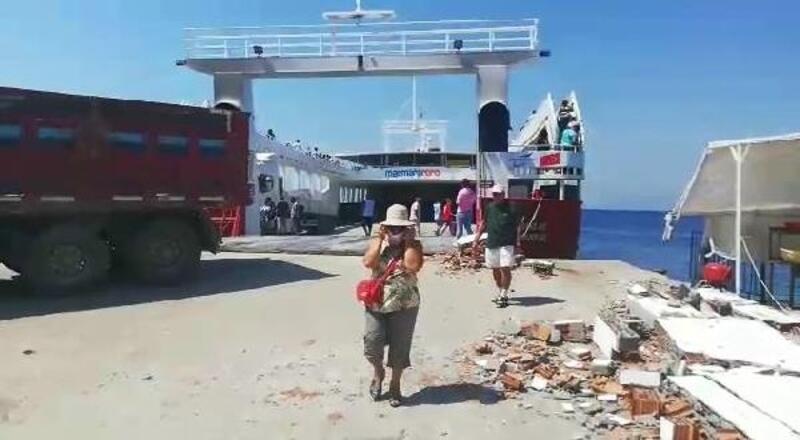 Avşa'da feribot, limana çarptı: 7 yaralı