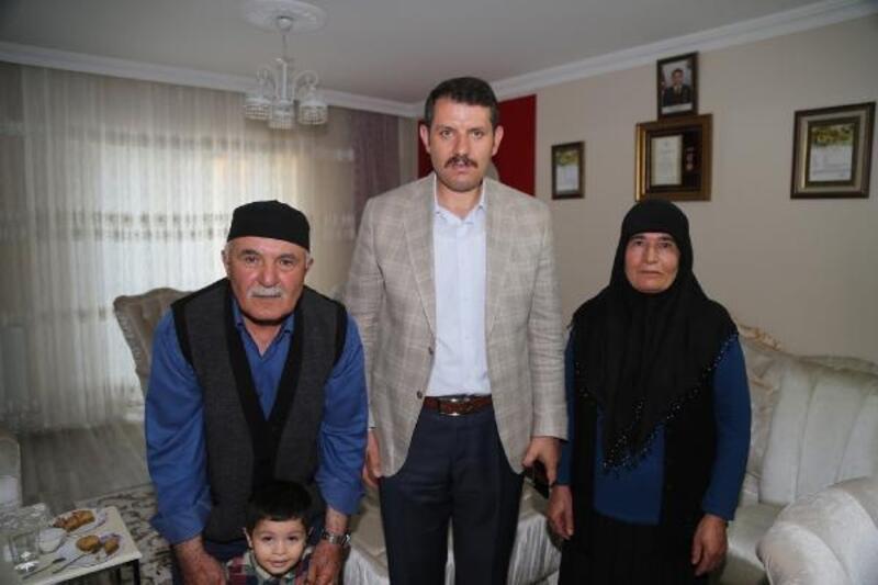 Vali Ayhan, şehit ailelerini ziyaret etti