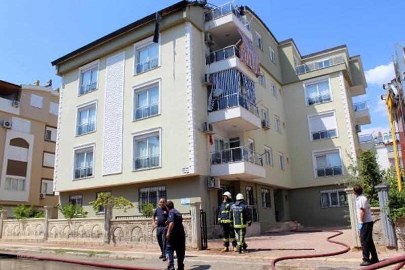 Çatı yangını, komiser sayesinde söndürüldü