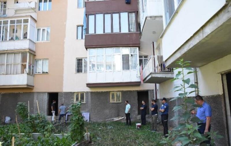 Polisleri görünce 3'üncü kattan çarşaf sarkıtıp kaçtı