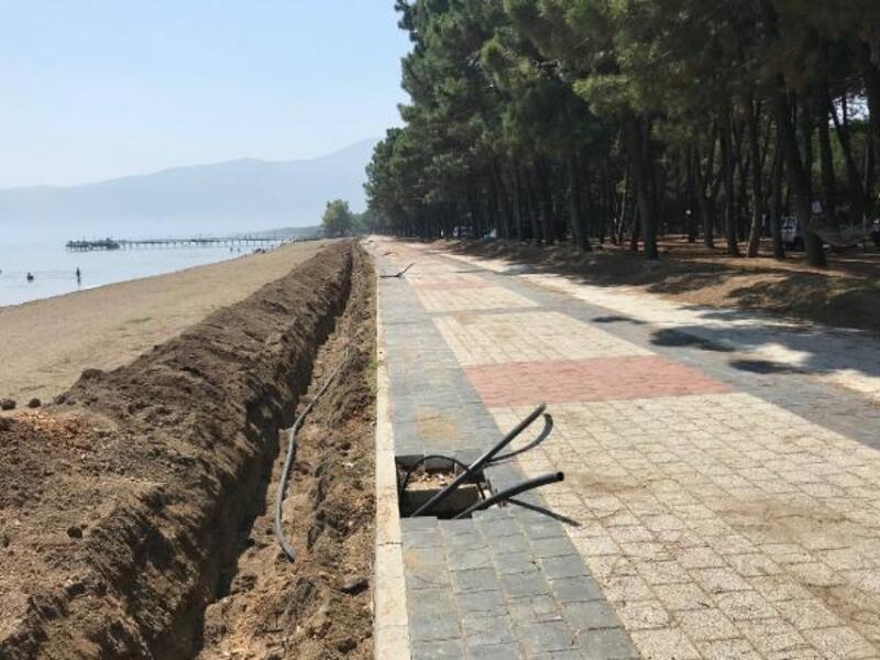 İznik Gölü kıyısındaki yürüyüş yolu çalışmaları sürüyor