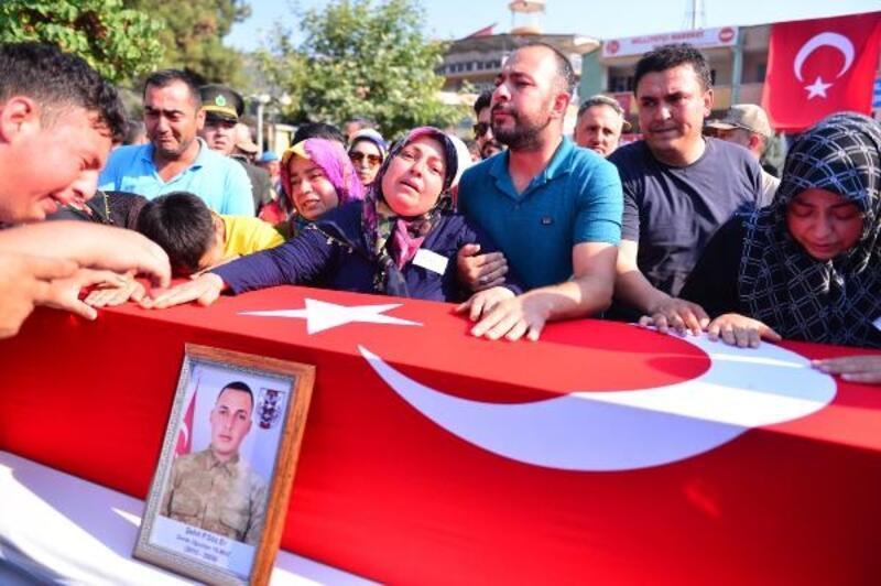 Şehit Sözleşmeli Er Yılmaz'ı binlerce hemşehrisi uğurladı