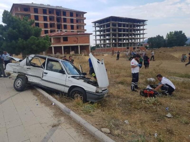 Futbol antrenmanına götürdüğü oğlu kazada öldü, anne yaralandı