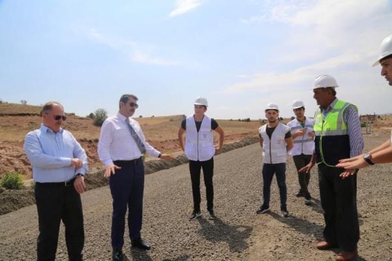 Vali Ayhan, YHT inşaatında incelemelerde bulundu