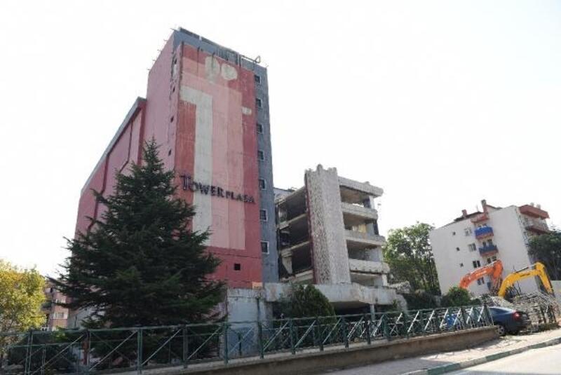 Bursa'da yıkımı devam eden Tower Plaza'da 4. kata kadar inildi