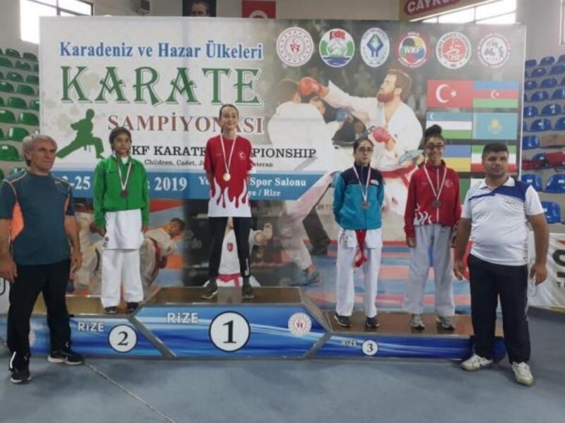 Sivas Belediyespor Karate Takımı 3 madalya kazandı