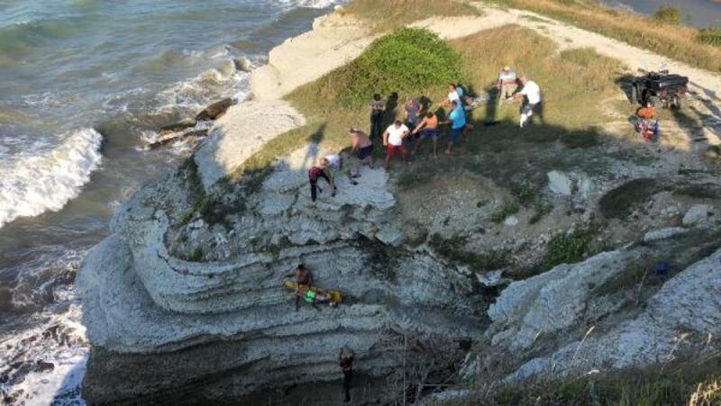 Denize atlarken kayalıkların arasına düşen tatilci öldü
