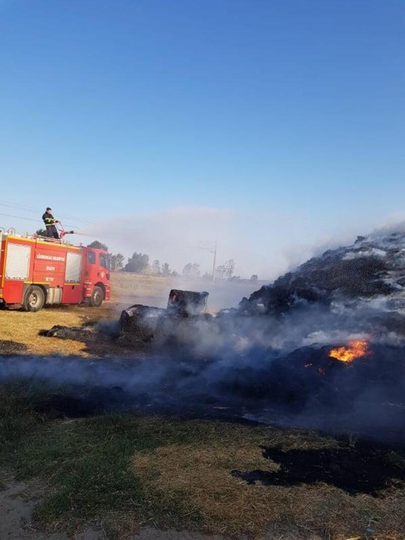 Lüleburgaz'da çıkan yangında 2 bin saman balyası kül oldu