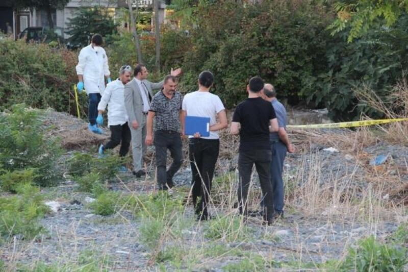 Zeytinburnu'nda boş arazide erkek cesedi bulundu