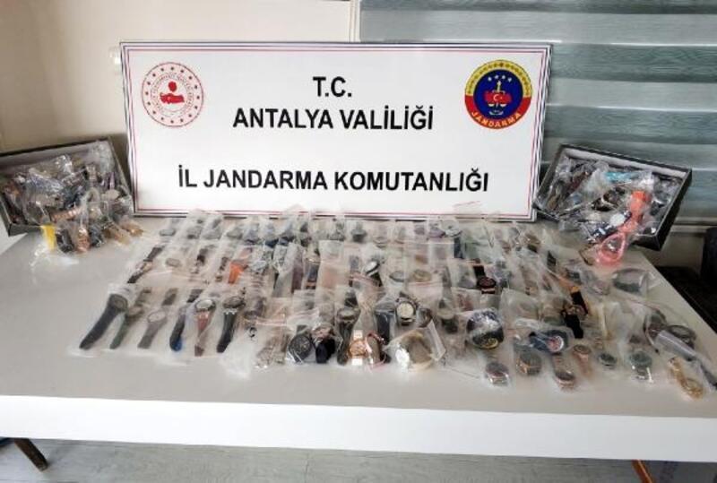 Manavgat'ta gümrük kaçağı saat operasyonu