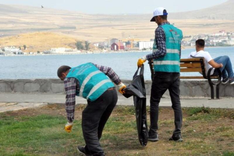 Hükümlüler Van Gölü sahilinde temizlik kampanyası başlattı