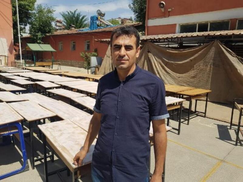 Okullarındaki masa ve sıraları yenilediler