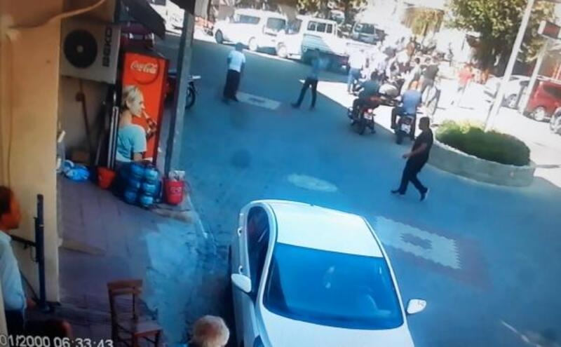 Motosikletli, çarpıp düşürdükten sonra yardım ettiği adama ikinci kez çarptı
