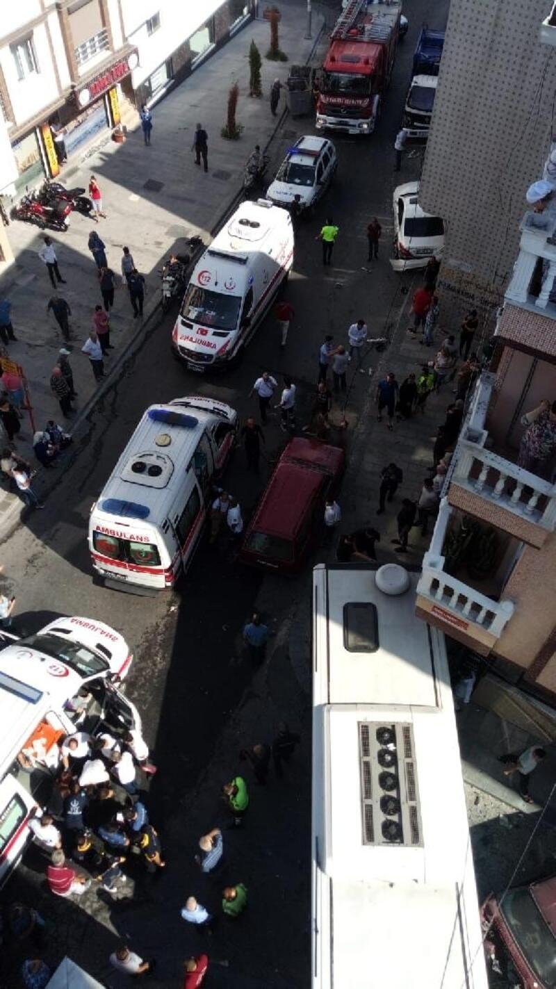 Gaziosmanpaşa'da özel halk otobüsü kazası: 5 yaralı