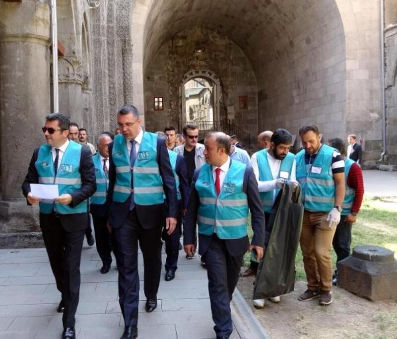 Erzurum'da denetimli serbestlik yükümlüleri temizlik yaptı
