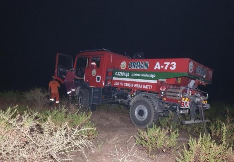Alanya'da 4 dönüm çalılık ve makilik yandı