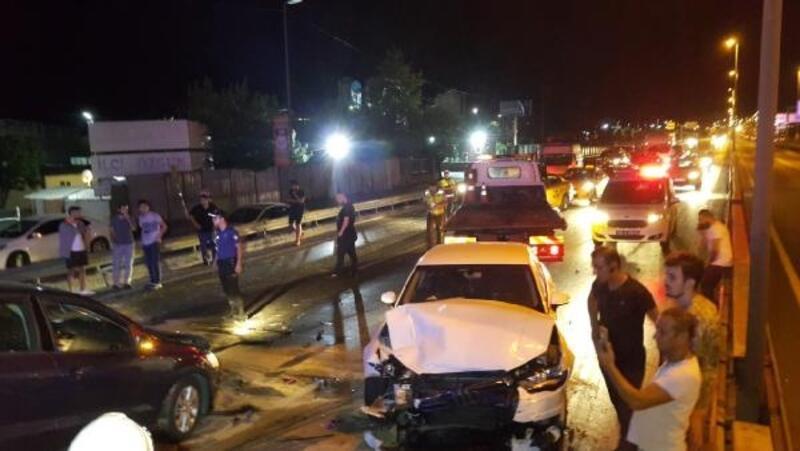 D-100'de 2 zincirleme kazada 8 araç birbirine girdi: 1'i ağır 3 yaralı