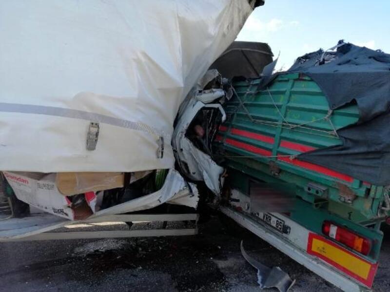 Kamyonet TIR'a arkadan çarptı: 1 ölü