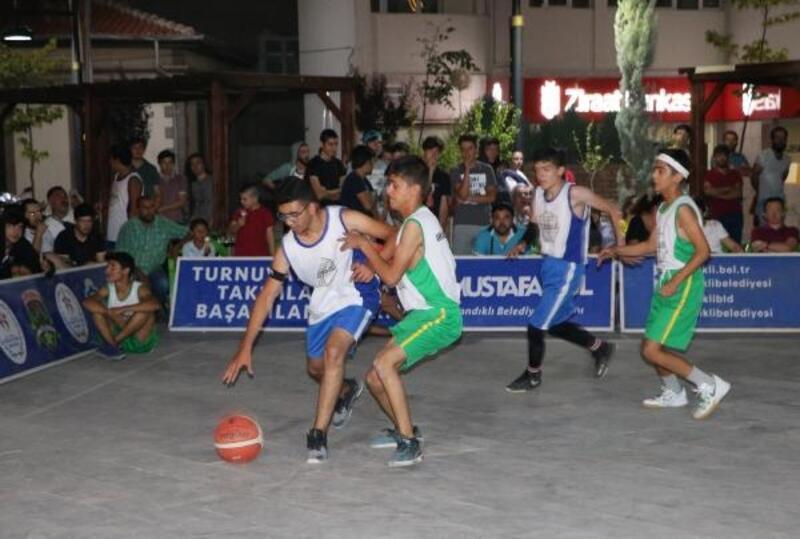 Sandıklı'da Sokak Basketbolu Turnuvası