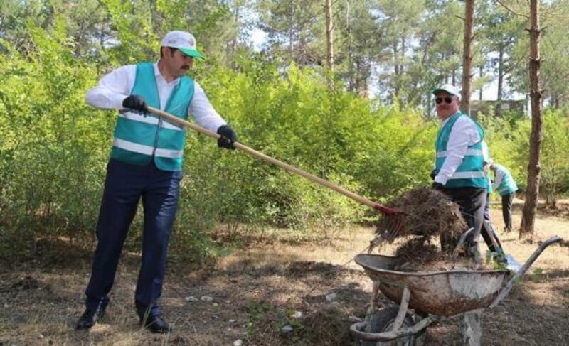 Sivas'ta hükümlüler çevre temizliği yaptı