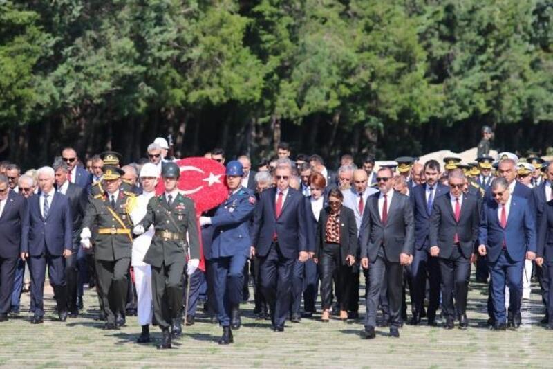 Cumhurbaşkanı Erdoğan: Cumhuriyeti canımız pahasına korumakta kararlıyız